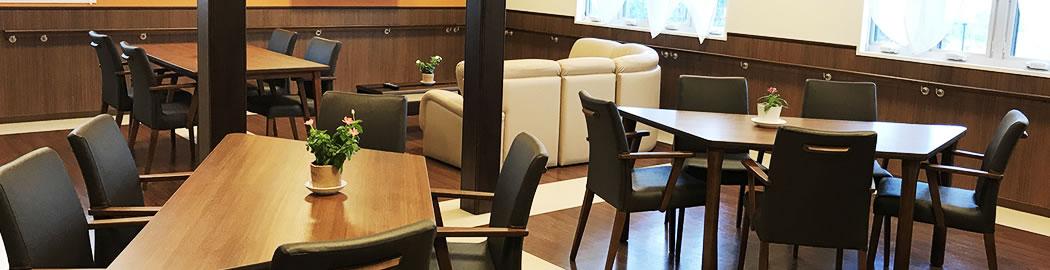 写真:テーブルと椅子
